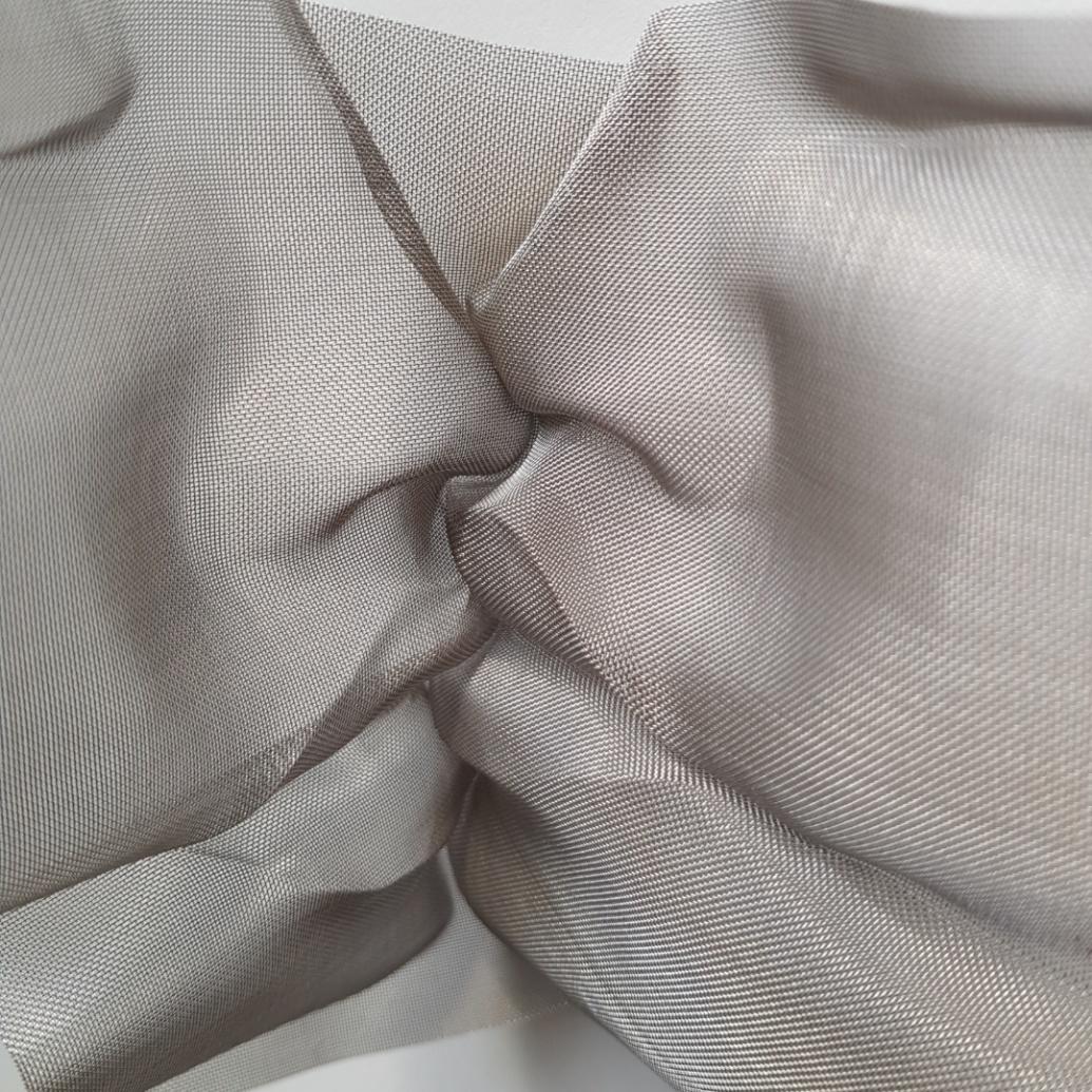 kiss_sculpture_closeup